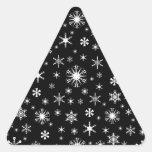 Copos de nieve - blanco en negro pegatina triangular