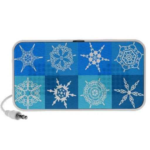 Copos de nieve blancos en cajas azules laptop altavoces
