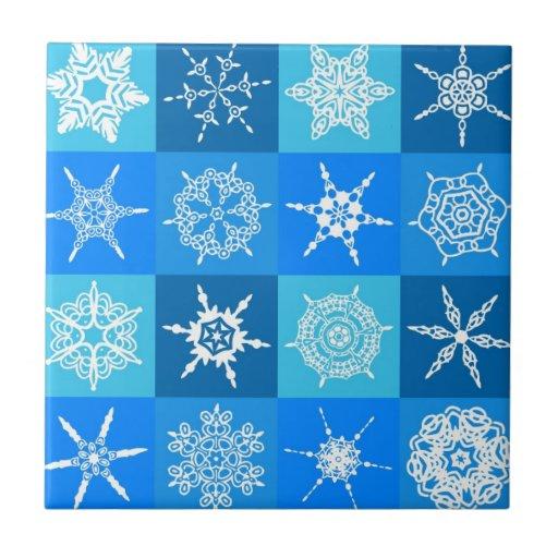 Copos de nieve blancos en cajas azules teja