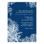 Copos de nieve blancos y azules que casan la invit