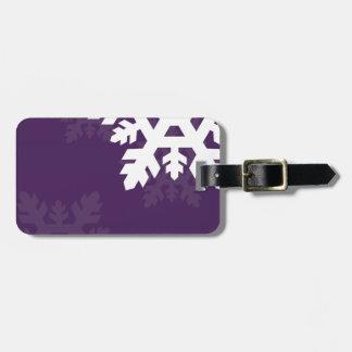 Copos de nieve brillantes, blancos contra púrpura etiquetas bolsa