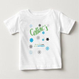 Copos de nieve celiacos playera de bebé