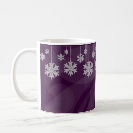 Copos de nieve colgantes (púrpuras) taza básica blanca