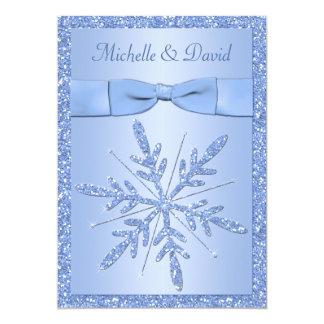 """Copos de nieve de los azules claros que casan la invitación 5"""" x 7"""""""