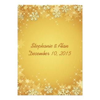 Copos de nieve de oro que casan la invitación