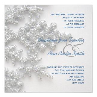 Copos de nieve de plata que se casan y invitación