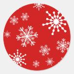 Copos de nieve del día de fiesta pegatina redonda