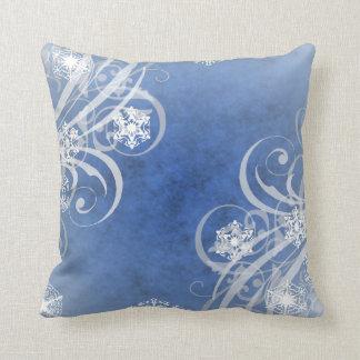 Copos de nieve del navidad azules almohada