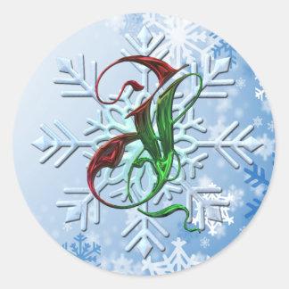 Copos de nieve del navidad del monograma de J Pegatina Redonda
