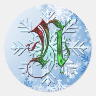 Copos de nieve del navidad del monograma de N Pegatina Redonda