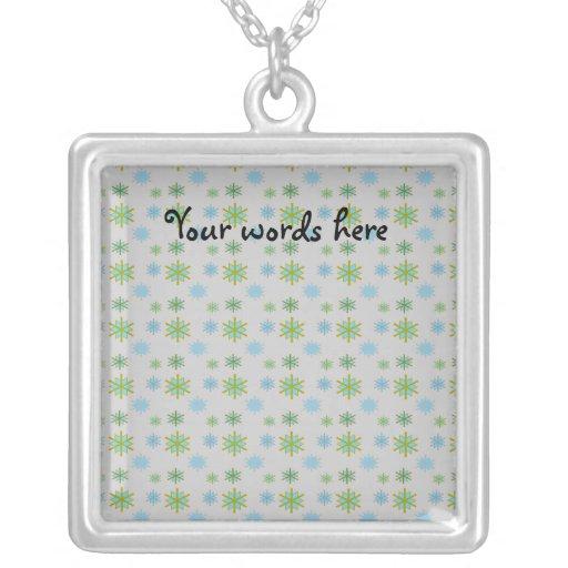 Copos de nieve del verde azul en la plata joyería