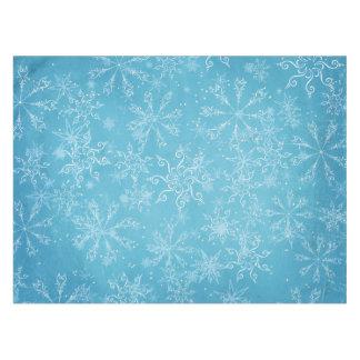 Copos de nieve en mantel azul