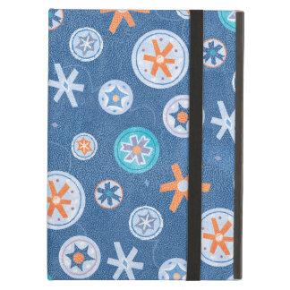 Copos de nieve en nieve azul del día de fiesta del