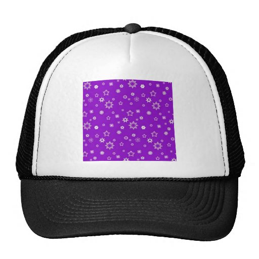 Copos de nieve en púrpura gorro