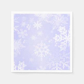 Copos de nieve en servilletas de papel azules