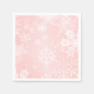 Copos de nieve en servilletas de papel rosadas