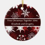 Copos de nieve en vino y Felices Navidad rosadas Ornamentos De Reyes Magos