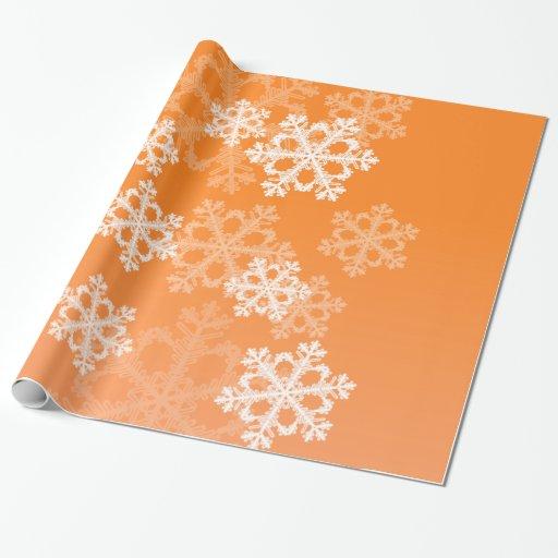 Copos de nieve lindos del navidad anaranjado y papel de regalo