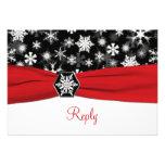 Copos de nieve negros, blancos, rojos que casan la invitacion personal