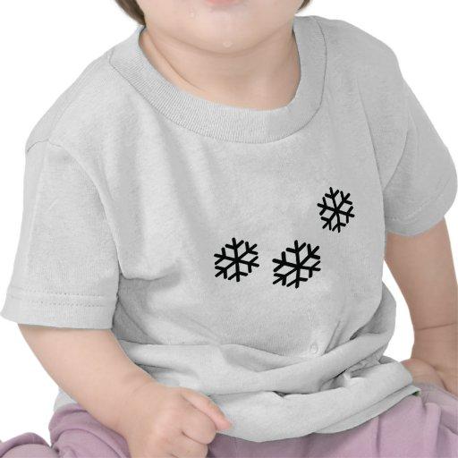 copos de nieve negros camiseta