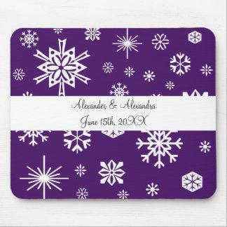 Copos de nieve púrpuras que casan favores alfombrillas de ratones
