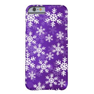 Copos de nieve púrpuras y blancos funda de iPhone 6 barely there