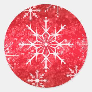 Copos de nieve rojos y blancos que casan el sello etiquetas redondas