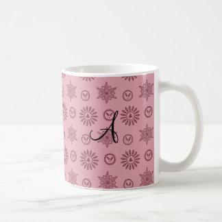 Copos de nieve rosados de las estrellas del navida tazas de café