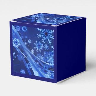 Copos de nieve ventosos de Christmastime en azul Caja Para Regalos