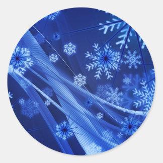 Copos de nieve ventosos de Christmastime en azul Pegatina Redonda