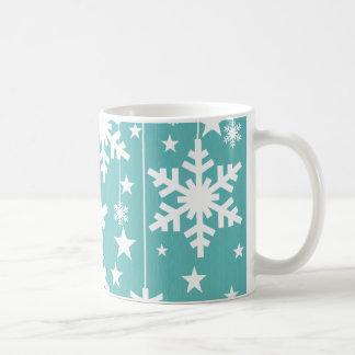 Copos de nieve y estrellas taza, aguamarina taza clásica