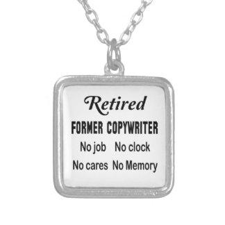 Copywriter anterior jubilado ningún trabajo ningún colgante cuadrado