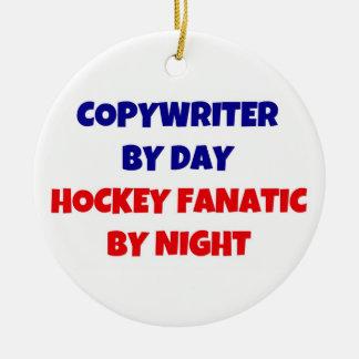 Copywriter del fanático del hockey del día por adorno redondo de cerámica