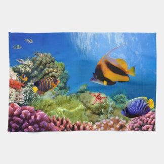 Coral colorido y pescados tropicales toalla de mano