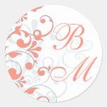 Coral, gris, sello abstracto blanco del sobre pegatina redonda