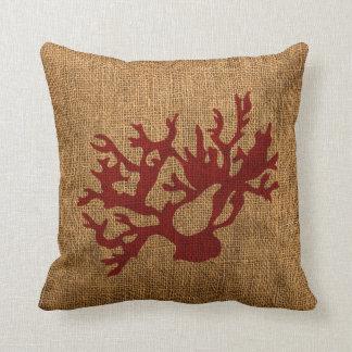 Coral náutico en rojo rústico almohadas