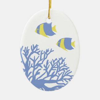 Coral y Angelfish tropicales azules y amarillos Ornato