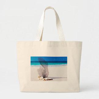 Coral y cáscaras en la impresión náutica de la bolsa tela grande
