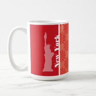 Coral y remolino rojo; NYC, estatua de la libertad Tazas De Café