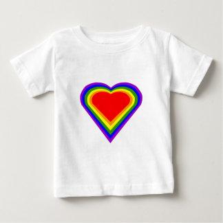 Corazón 2 del arco iris playera de bebé