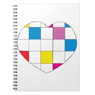 Corazón a cuadros coloreado libro de apuntes con espiral