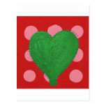 Corazón abstracto verde en lunares rosados y rojos postales