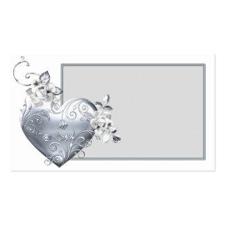 Corazón afiligranado de plata y rosas blancos tarjetas de visita