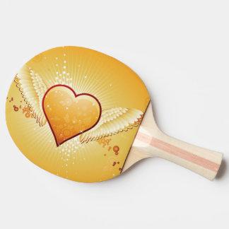 corazón amarillo con las alas pala de tenis de mesa