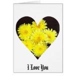 Corazón amarillo de las flores salvajes felicitación