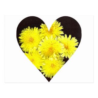 Corazón amarillo de las flores salvajes tarjetas postales