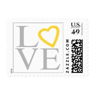 Corazón amarillo gris del amor que casa la sellos postales