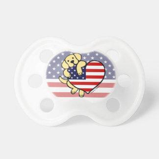 Corazón americano amarillo 2 de Labrador Chupete De Bebé