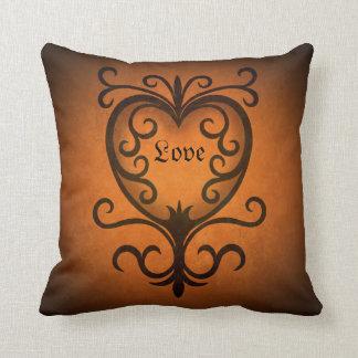 Corazón anaranjado elegante del amor del damasco almohadas