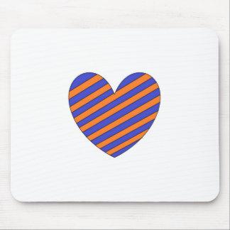 Corazón anaranjado y azul alfombrillas de ratón